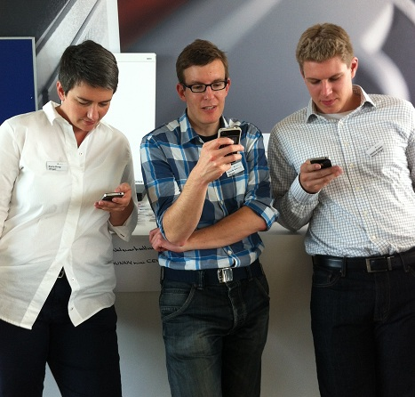 Barcamp Renewables - Das Orga-Team beim Twittern